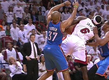 後衛也有壯漢!5位肌肉男一個比一個壯,老魚Fisher曾撞飛詹姆斯!-籃球圈
